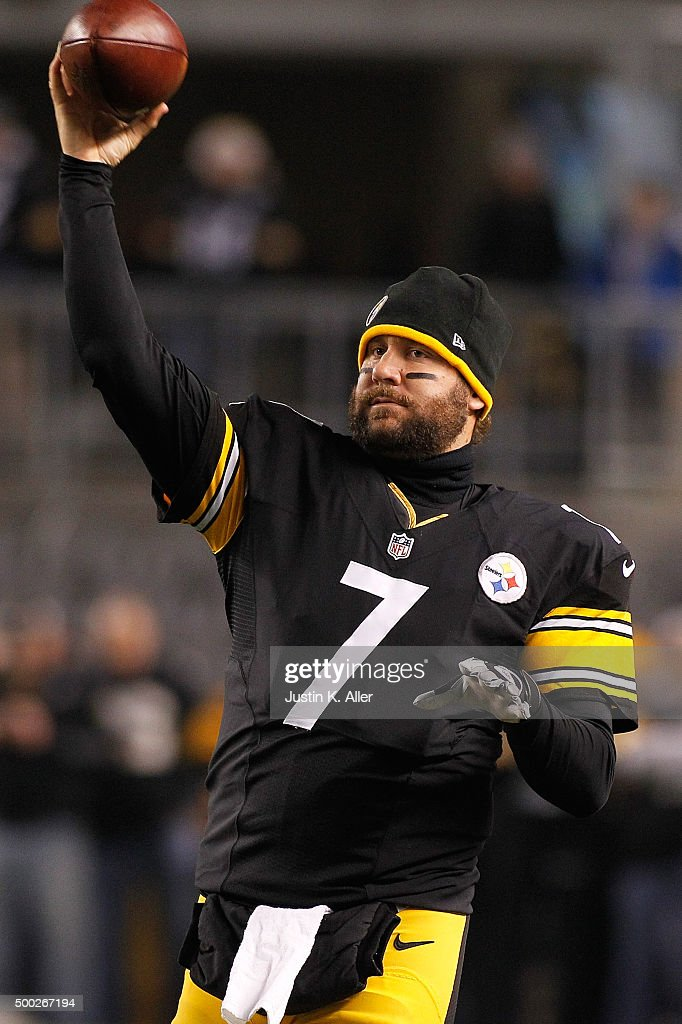 Ben Roethlisberger #7 of the Pittsburgh Steelers warms up before the start of the game against Indianapolis Colts at Heinz Field on December 6, 2015 in Pittsburgh, Pennsylvania.