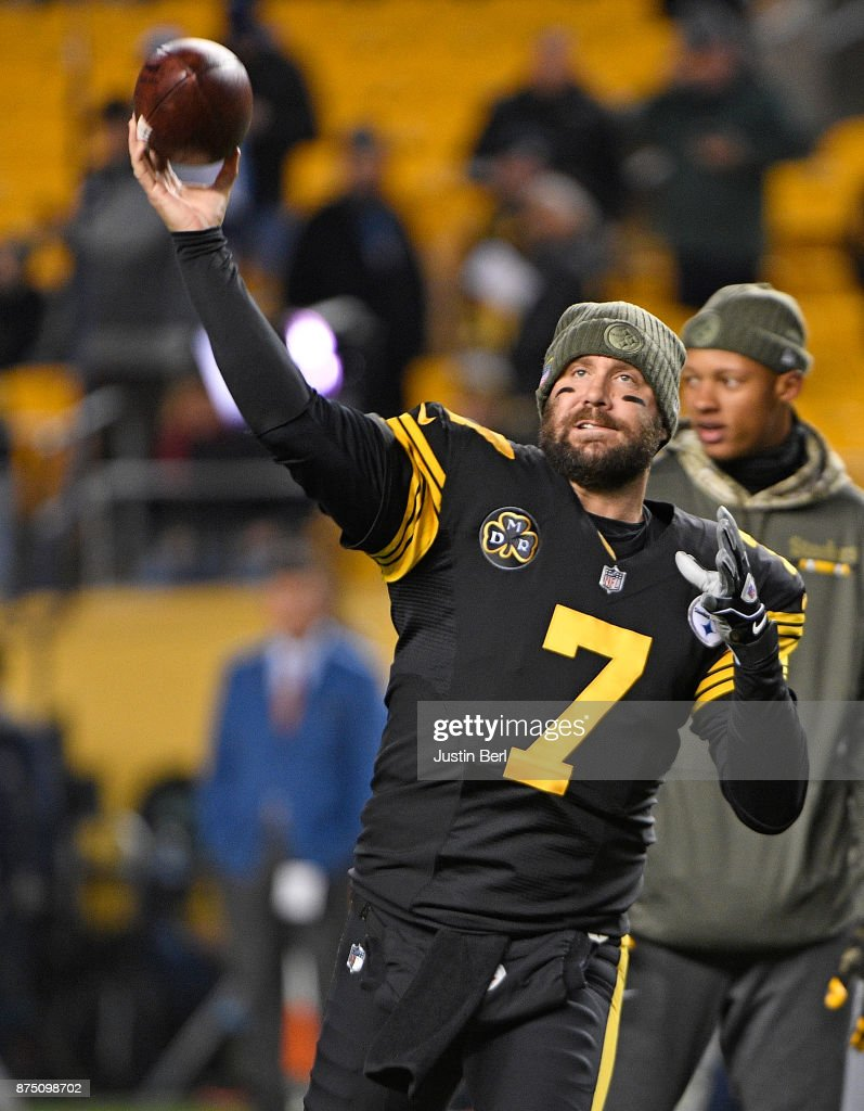Ben Roethlisberger #7 of the Pittsburgh Steelers warms up before the game against the Tennessee Titans at Heinz Field on November 16, 2017 in Pittsburgh, Pennsylvania.