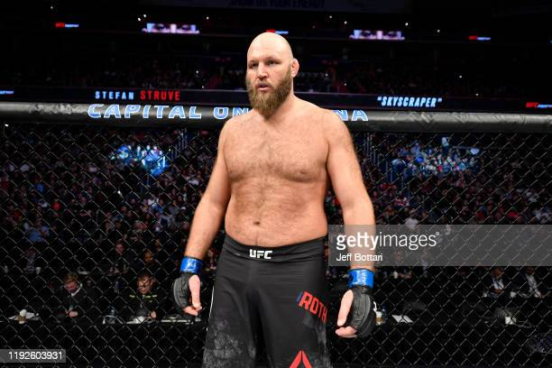 Ben Rothwell stands in his corner prior to his heavyweight bout against Stefan Struve of Netherlands during the UFC Fight Night event at Capital One...