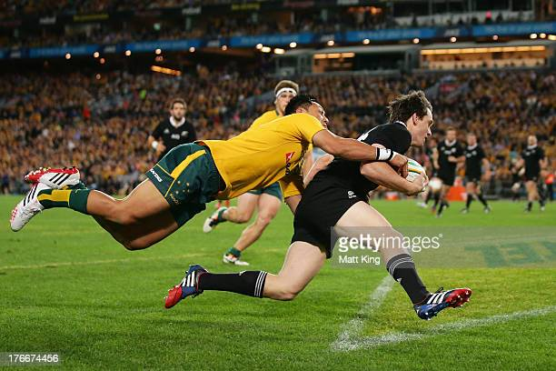 Ben Smith of the All Blacks beats Christian Lealiifano of the Wallabies to score a try during The Rugby Championship Bledisloe Cup match between the...