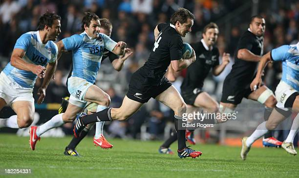 Ben Smith of the All Blacks breaks clear to score the third try during The Rugby Championship match between Argentina and the New Zealand All Blacks...