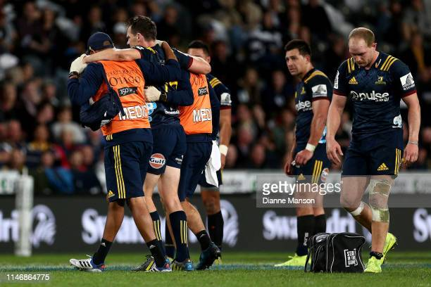 Ben Smith of the Highlanders leaves the field with an injury during the Round 12 Super Rugby match between the Highlanders and the Chiefs on May 04...