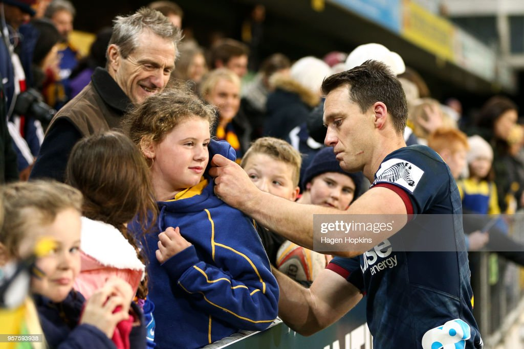 Ben Smith of the Highlanders signs a fan's shirt during the round 12 Super Rugby match between the Highlanders and the Lions at Forsyth Barr Stadium on May 12, 2018 in Dunedin, New Zealand.