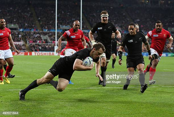 Ben Smith of the New Zealand All Blacks scores the first try during the 2015 Rugby World Cup Pool C match between New Zealand and Tonga at St James'...