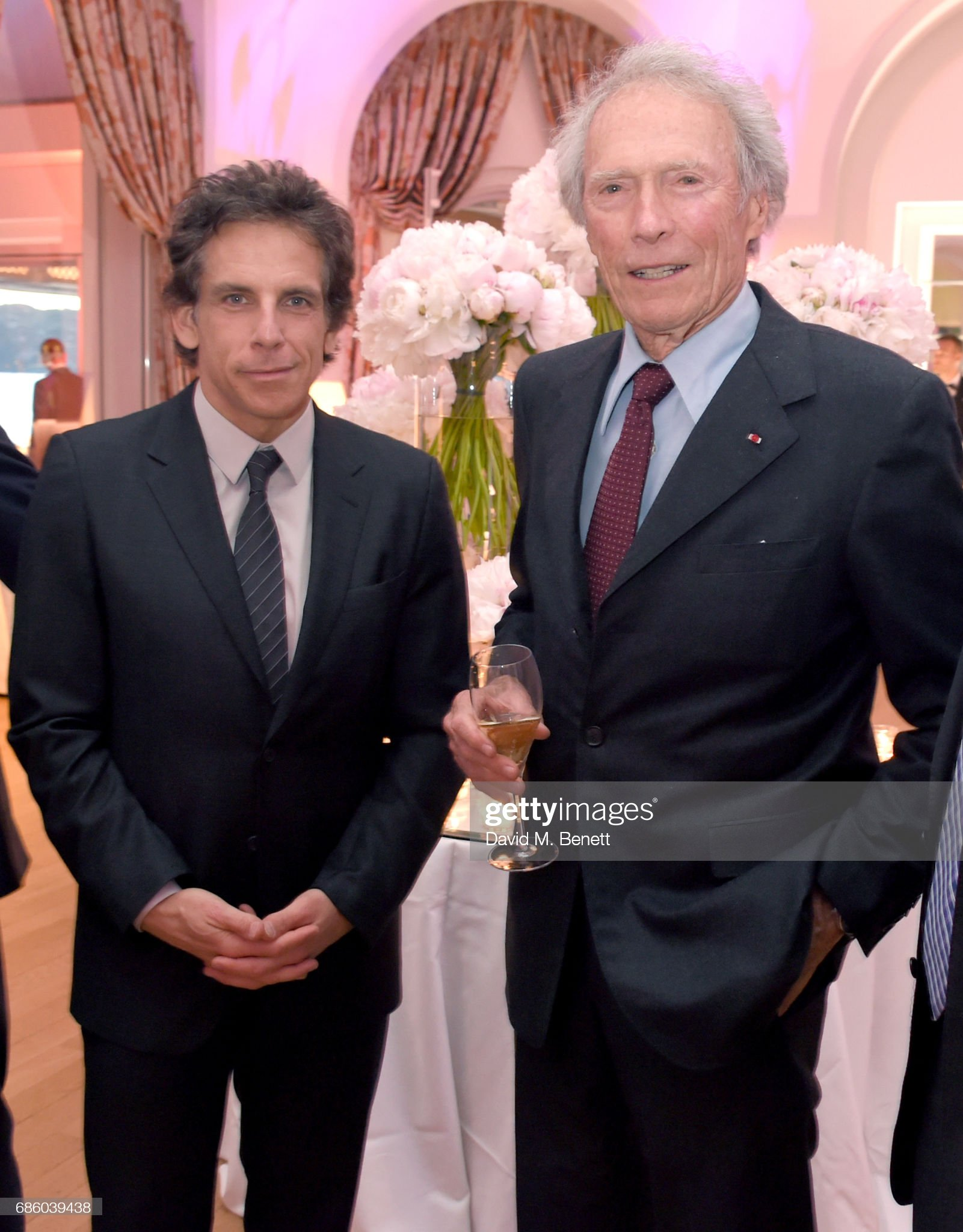 ¿Cuánto mide Clint Eastwood? - Altura - Real height - Página 2 Ben-stiller-and-clint-eastwood-attend-the-vanity-fair-and-hbo-dinner-picture-id686039438?s=2048x2048
