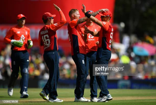 Ben Stokes and Tom Curran of England celebrate with their teammates after dismissing Rassie van der Dussen of South Africa during the Third T20...