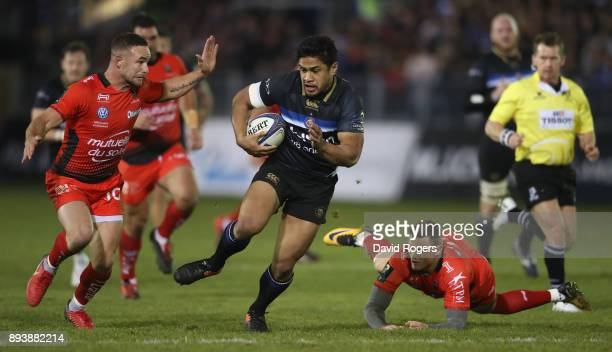 Ben Tapuai of Bath breaks clear of Alby Mathewson and Chris Ashton during the European Rugby Champions Cup match between Bath Rugby and RC Toulon at...