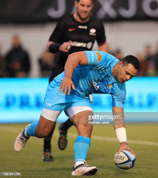 Ben Te'o of Worcester Warriors scores a try during the Gallagher Premiership Rugby match between Saracens and Worcester Warriors at Allianz Park on...