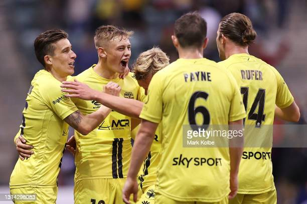 Ben Waine of the Phoenix celebrates with his team mates after scoring a goal during the A-League match between the Wellington Phoenix and Adelaide...
