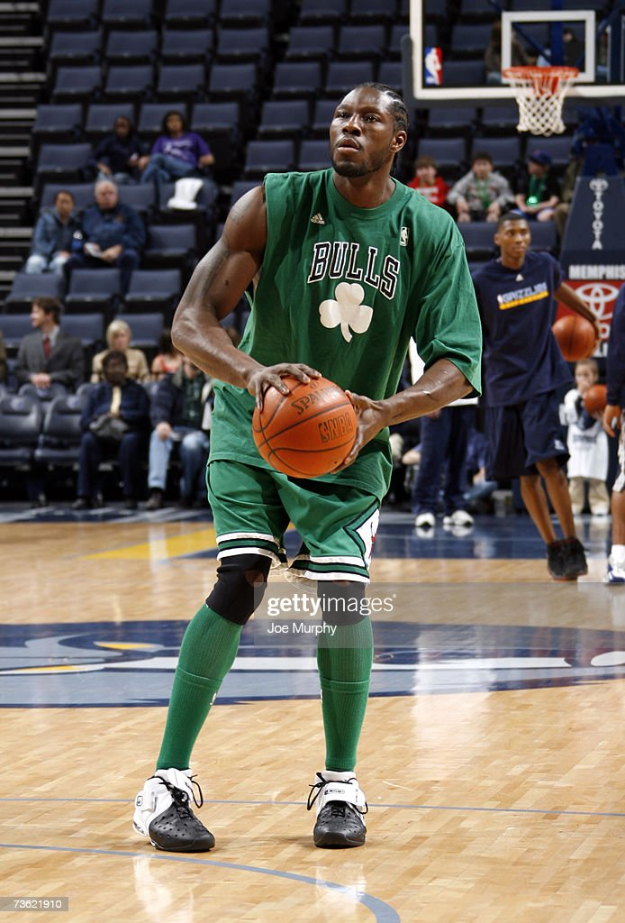 innovative design 5719b de2ba Ben Wallace of the Chicago Bulls wears his St. Patrick's Day ...