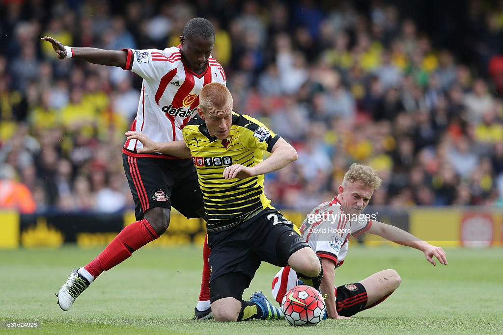 Ben Watson of Watford is challenged by Rees Greenwood (R) and Dame N'Doye (L) of Sunderlandduring the Barclays Premier League match between Watford and Sunderland at Vicarage Road on May 15, 2016 in Watford, England.