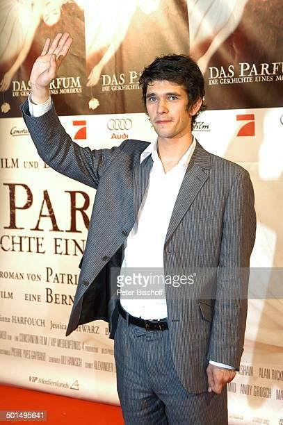 Ben Whishaw Premiere vom Kinofilm Das Parfum Die Geschichte eines Mörders München Bayern Deutschland Europa Roter Teppich Film Filmpremiere winken...