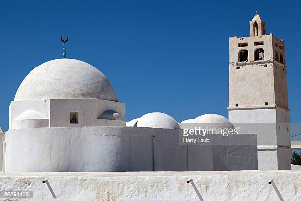 ben yala mosque, near erriadh, djerba, tunisia - djerba photos et images de collection