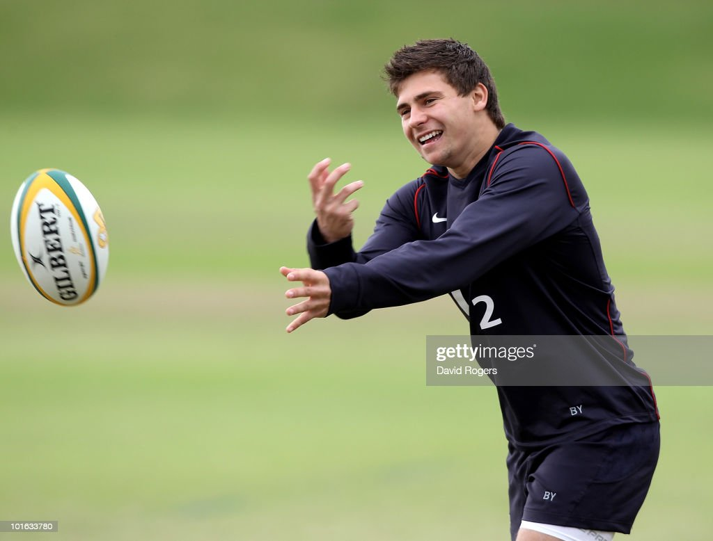 Ben Youngs passes the ball during a England rugby training session at McGillivray Oval on June 5, 2010 in Perth, Australia.