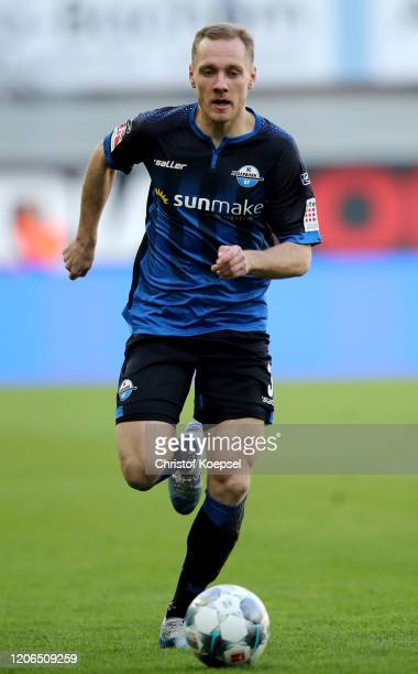 Ben Zolinski od Paderborn runs with the ball during the Bundesliga match between SC Paderborn 07 and Hertha BSC at Benteler Arena on February 15 2020...