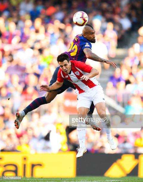 Benat Etxebarria of Athletic Club competes for the ball with Arturo Vidal of FC Barcelona during the La Liga match between FC Barcelona and Athletic...