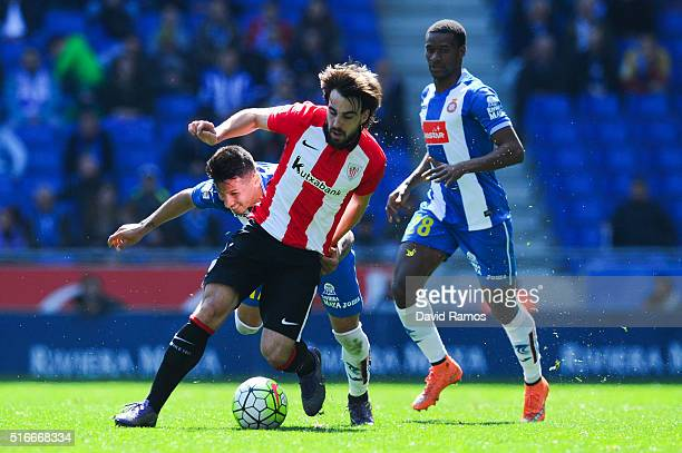 Benat Etxebarria of Athletic Club competes for the ball with Hernan Perez of RCD Espanyol during the La Lga match between Real CD Espanyol and...