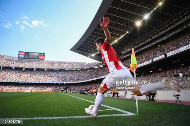 Benat Etxebarria of Athletic Club takes a corner kick during the La Liga match between FC Barcelona and Athletic Club at Camp Nou on September 29...