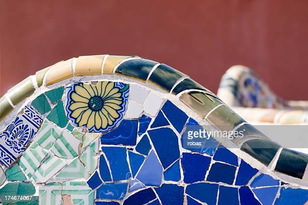 tisch im parc guell - spanische kultur stock-fotos und bilder