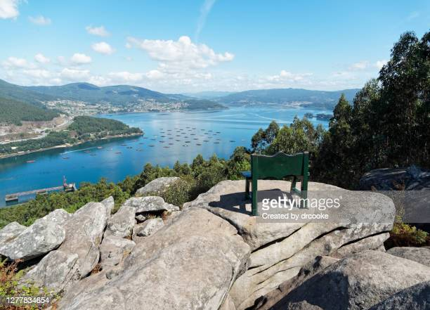 bench with a view - ビーゴ市 ストックフォトと画像