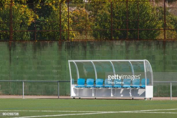 bench with blue seats with no one - banco asiento fotografías e imágenes de stock
