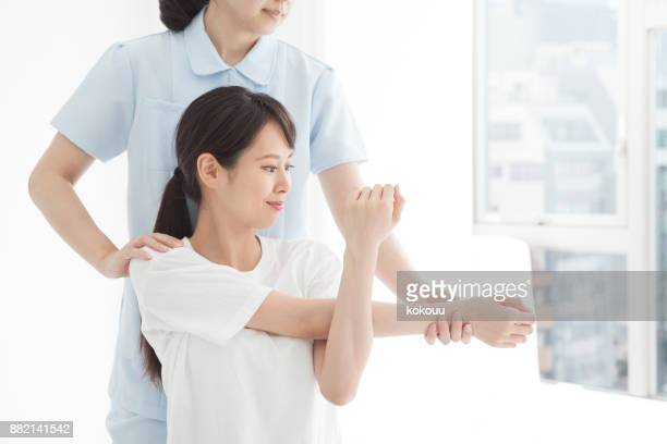 Flexión y estiramiento de brazos.