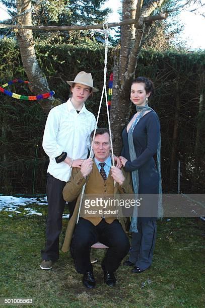 Benedict Freitag Sohn Sakias Manuel dessen Zwillingsschwester Larissa Feier zum 90 Geburtstag von R o b e r t F r e i t a g Homestory Grünwald bei...