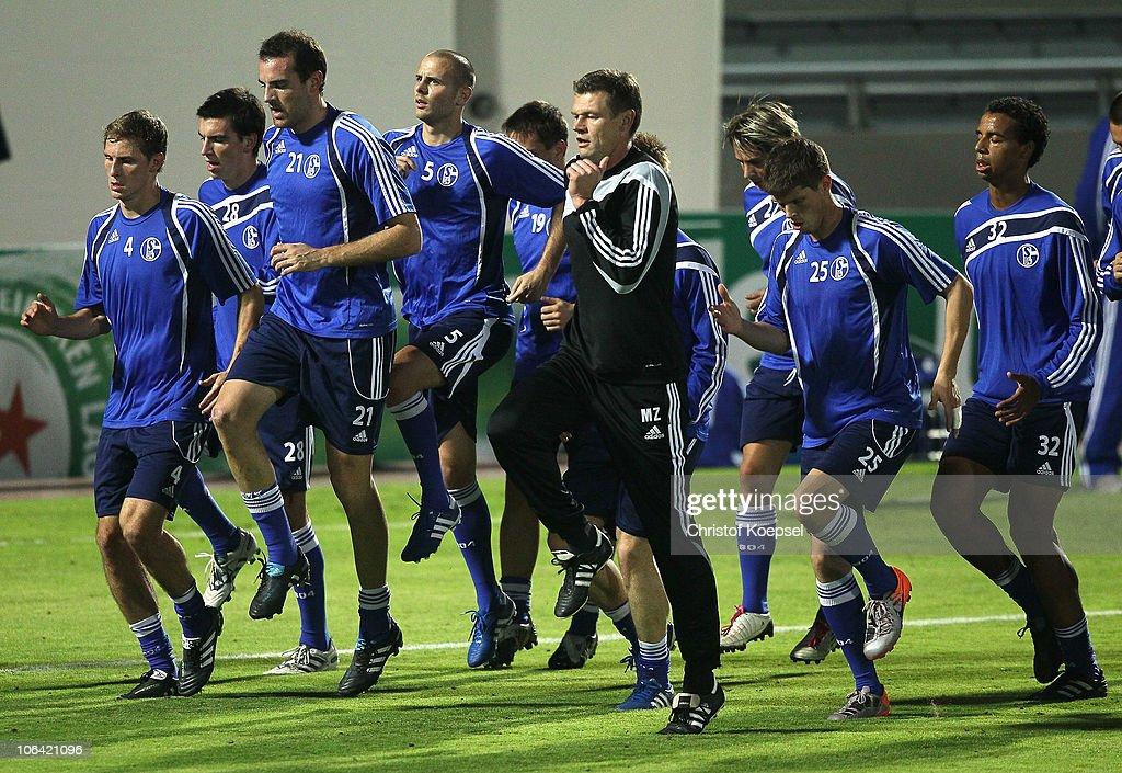 Schalke 04 - Training & Press Conference