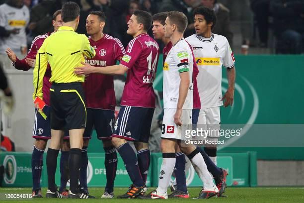 Benedikt Hoewedes Jermaine Jones Kyriakos Papadopoulos and KlaasJan Huntelaar of Schalke discuss with referee Wolfgang Staerk after sending KlaasJan...