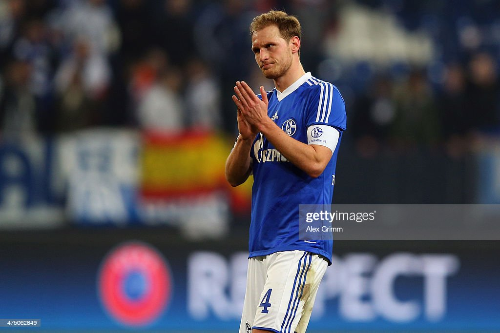 FC Schalke 04 v Real Madrid CF - UEFA Champions League Round of 16 : News Photo