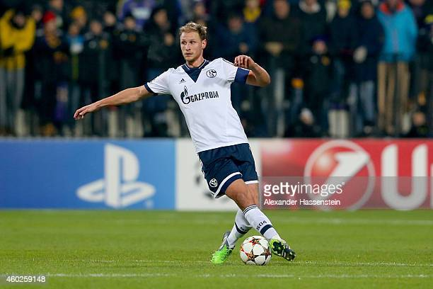 Benedikt Hoewedes of Schalke runs with the ball with of Maribor during the UEFA Group G Champions League match between NK Maribor and FC Schalke 04...