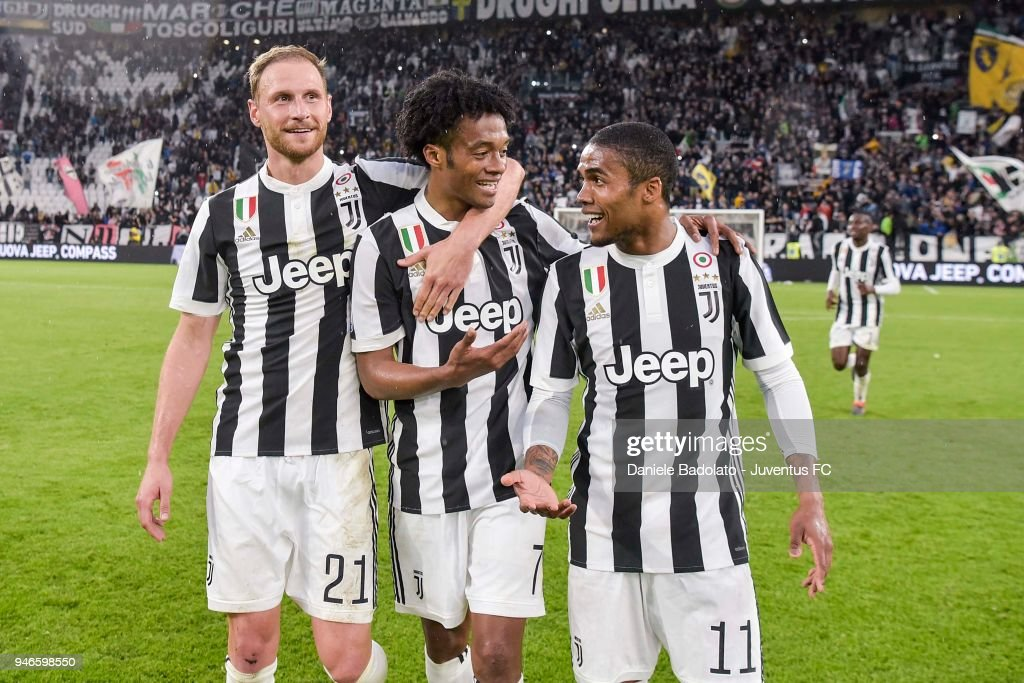 Benedikt Howedes, Juan Cuadrado and Douglas Costa of Juventus celebrate the victory at the end of the serie A match between Juventus and UC Sampdoria at Allianz Stadium on April 15, 2018 in Turin, Italy.