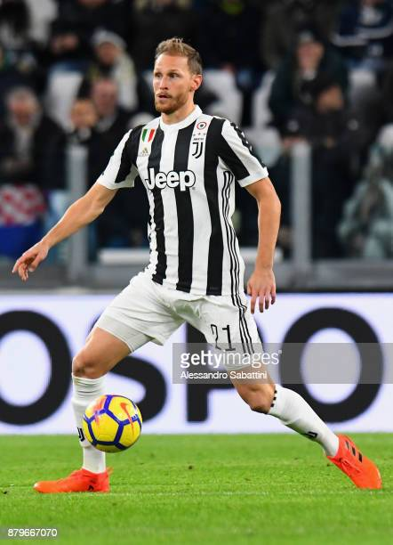 Benedikt Howedes of Juventus in action during the Serie A match between Juventus and FC Crotone at Allianz Stadium on November 26 2017 in Turin Italy