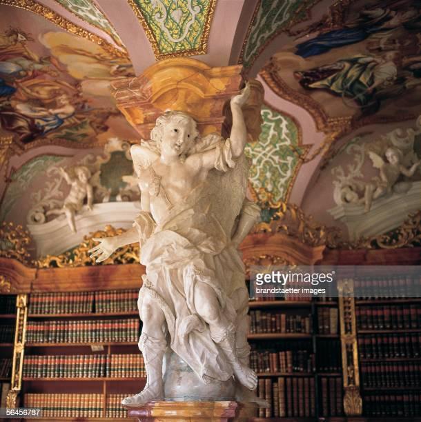 [Benediktinerstift Metten: Bibliothek. Ausstattung mit den herkulischen Pfeilerfiguren von Franz Ignaz Holzinger, 1706 bis 1720.]
