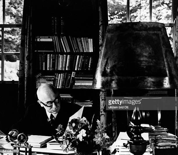 Benes Edvard *28051884Politiker TschechoslowakeiStaatspraesident von 193538 und 194548 als Chef der tschechoslowakischen Exilregierung am...