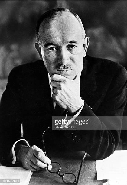 Benes Edvard *28051884Politiker TschechoslowakeiStaatspraesident von 193538 und 194548 Portrait am Schreibtisch undatiert