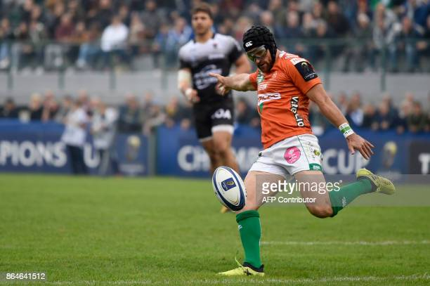 Benetton Treviso's Irish fullback Ian McKinley kicks the ball during the European Rugby Champions Cup match Benetton Treviso vs RC Toulon at the...