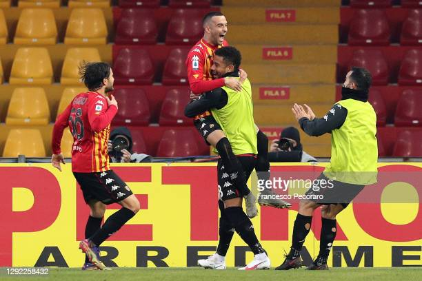 Benevento Calcio players celebrate the 1-0 goal scored by Roberto Insigne during the Serie A match between Benevento Calcio and Genoa CFC at Stadio...