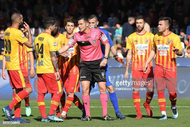 Benevento players complain with referee Gianluca Manganiello about the penalty granted to Juventus during the serie A match between Benevento Calcio...