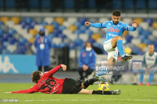 Beneventos Finnish midfielder Perparim Hetemaj challenges for the ball with SSC Napoli's Italian striker Lorenzo Insigne during the Serie A football...