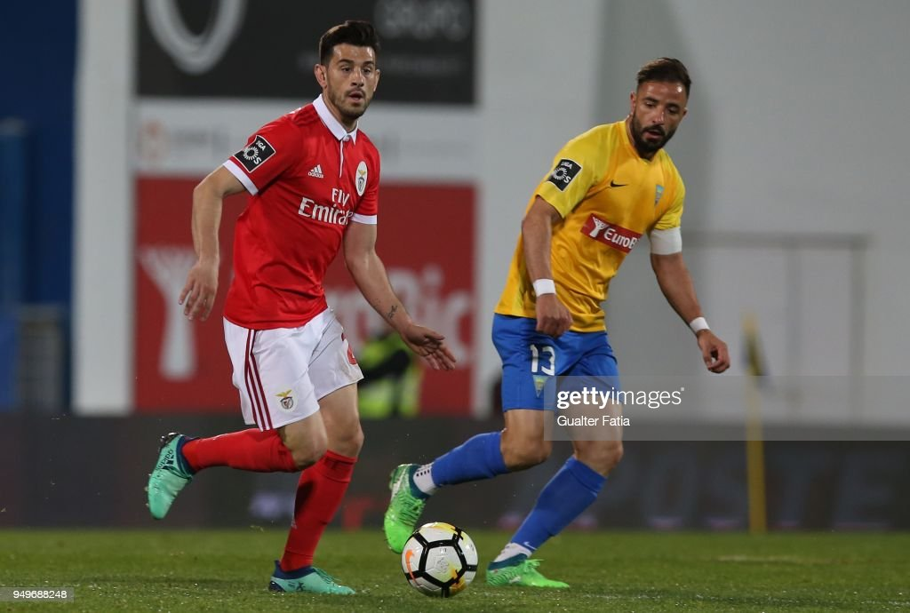 SL Benfica forward Pizzi from Portugal with GD Estoril Praia midfielder Goncalo Santos from Portugal in action during the Primeira Liga match between GD Estoril Praia and SL Benfica at Estadio Antonio Coimbra da Mota on April 21, 2018 in Estoril, Portugal.