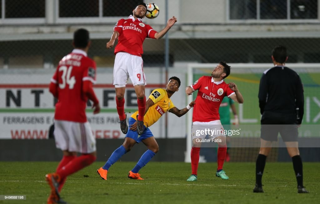 SL Benfica forward Raul Jimenez from Mexico in action during the Primeira Liga match between GD Estoril Praia and SL Benfica at Estadio Antonio Coimbra da Mota on April 21, 2018 in Estoril, Portugal.
