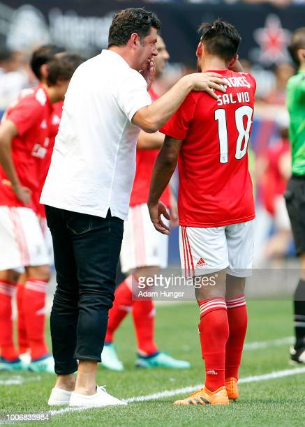 Benfica head coach Rui Vitoria talks to Eduardo Salvio of Benfica against Juventus during the International Champions Cup 2018 match between Benfica...