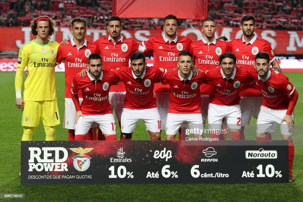 Benfica iteam poses prior to kickoff during the match between SL Benfica and Portimonense SC for the Portuguese Cup at Estadio da Luz on December 20, 2017 in Lisbon, Portugal.
