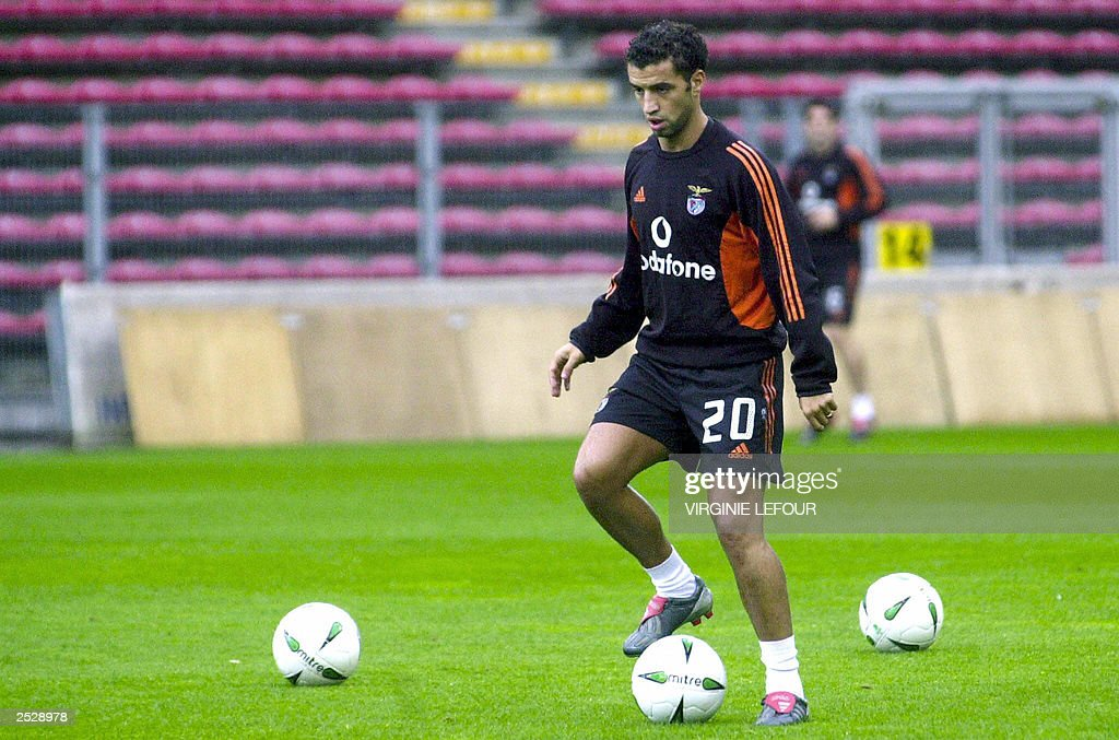 Benfica player Simao Sabrosa is pictured : News Photo