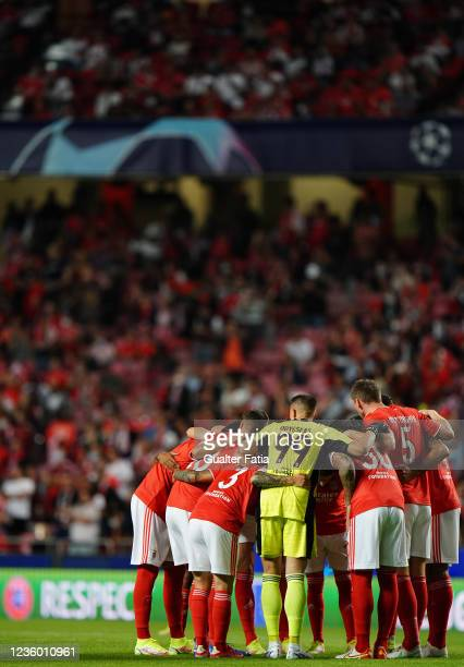Benfica players before the start of the Group E - UEFA Champions League match between SL Benfica and Bayern Munchen at Estadio da Luz on October 20,...