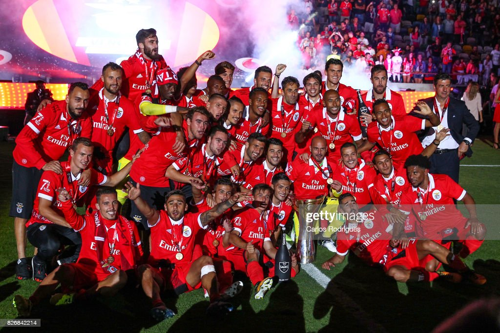 Benfica players with Portuguese Super Cup Trophy after the match between SL Benfica and VSC Guimaraes at Estadio Municipal de Aveiro on August 05, 2017 in Lisbon, Portugal.