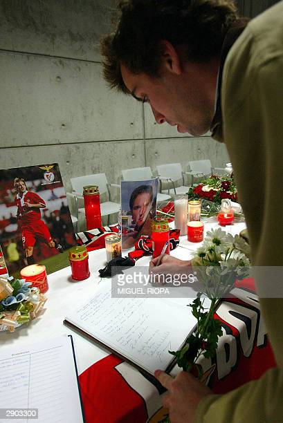 Benfica supporter signs in the book in honour of Hungarian soccer player Miklos Feher in the Luz Stadium at Lisbon 26 January 2004 Feher died on...