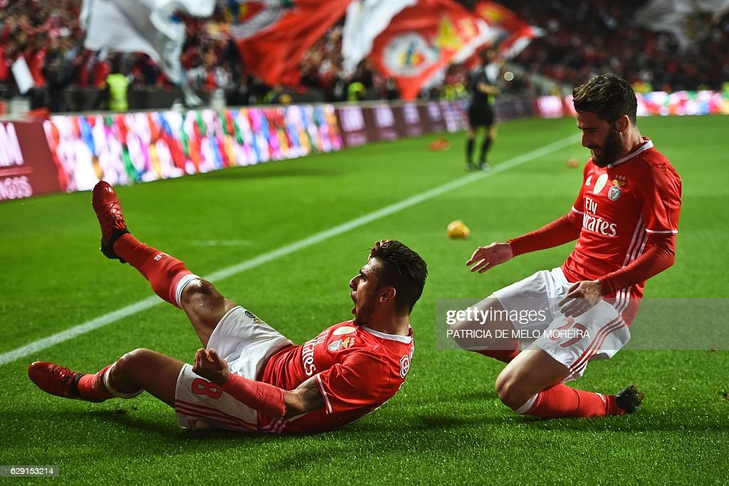 Benfica's Argentine midfielder Eduardo Salvio (L) celebrates with his teammate Benfica's midfielder Rafa Silva after scoring during the Portuguese league football match SL Benfica vs Sporting CP at the Luz stadium in Lisbon on December 11, 2016. / AFP / PATRICIA