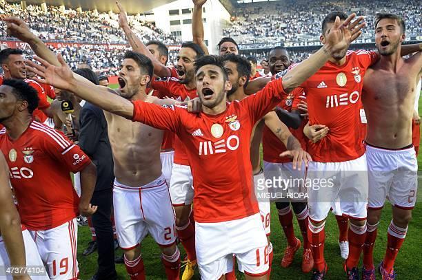 Benfica's Argentinian forward Eduardo Salvio celebrates with teammates at the end of the Portuguese league football match Vitoria SC vs SL Benfica at...